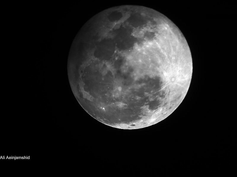 in نجومی (عمق آسمان) عکاس : علی آئین جمشید ماه گرفتگی 8آذر91