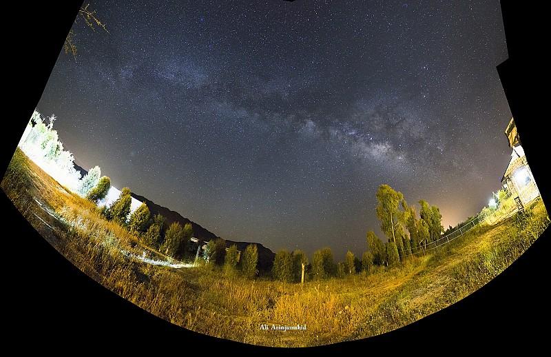 in نجومی ( ميدان ديد باز) عکاس : علی آئین جمشید کمان راه شیری2(پانوراما)