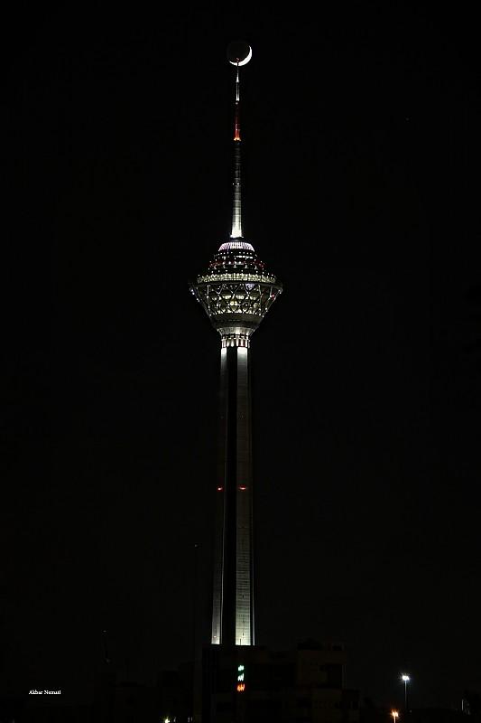 in نجومی ( ميدان ديد باز) عکاس : نعمتی Milad Tower and Moon