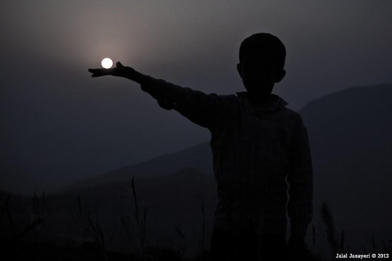 in مفهومی عکاس : jalal jazayeri چراغی به دستم، چراغی در  برابرم