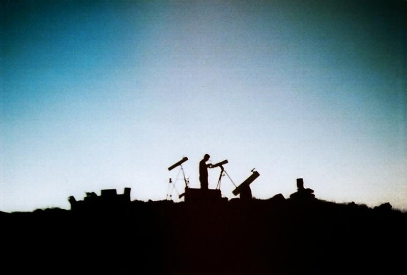 in مفهومی عکاس : Astronomy تنهایی یک منجم!