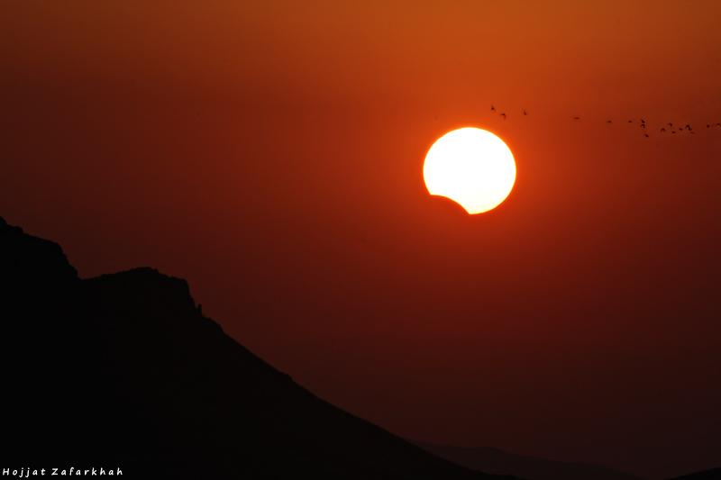 in پديده های نجومی عکاس : Hojjat Zafarkhah غروب خورشیدِ گرفته در پاییز گرفته!!!